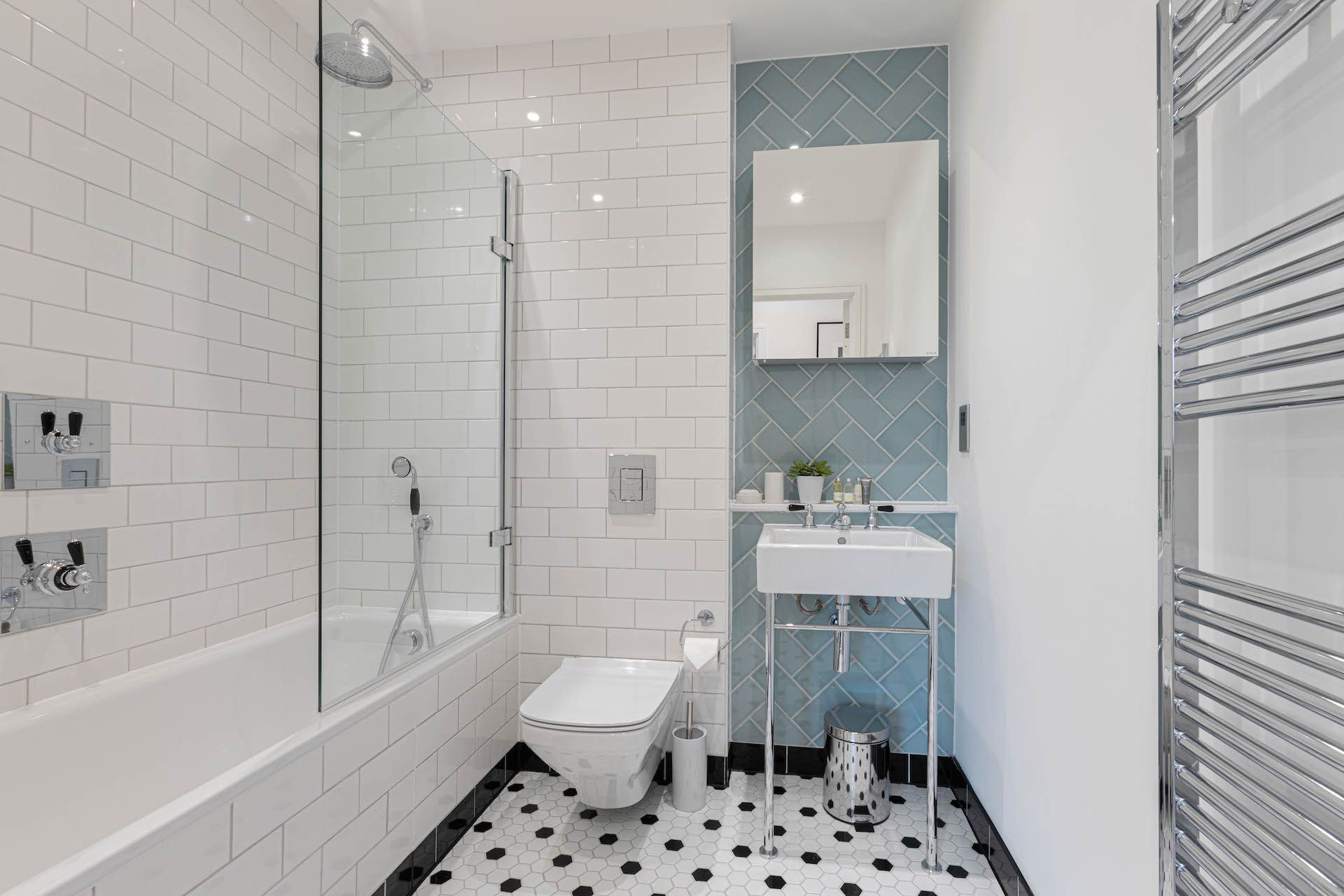 3 Bedroom apartment to rent in London SHO-CA-0028
