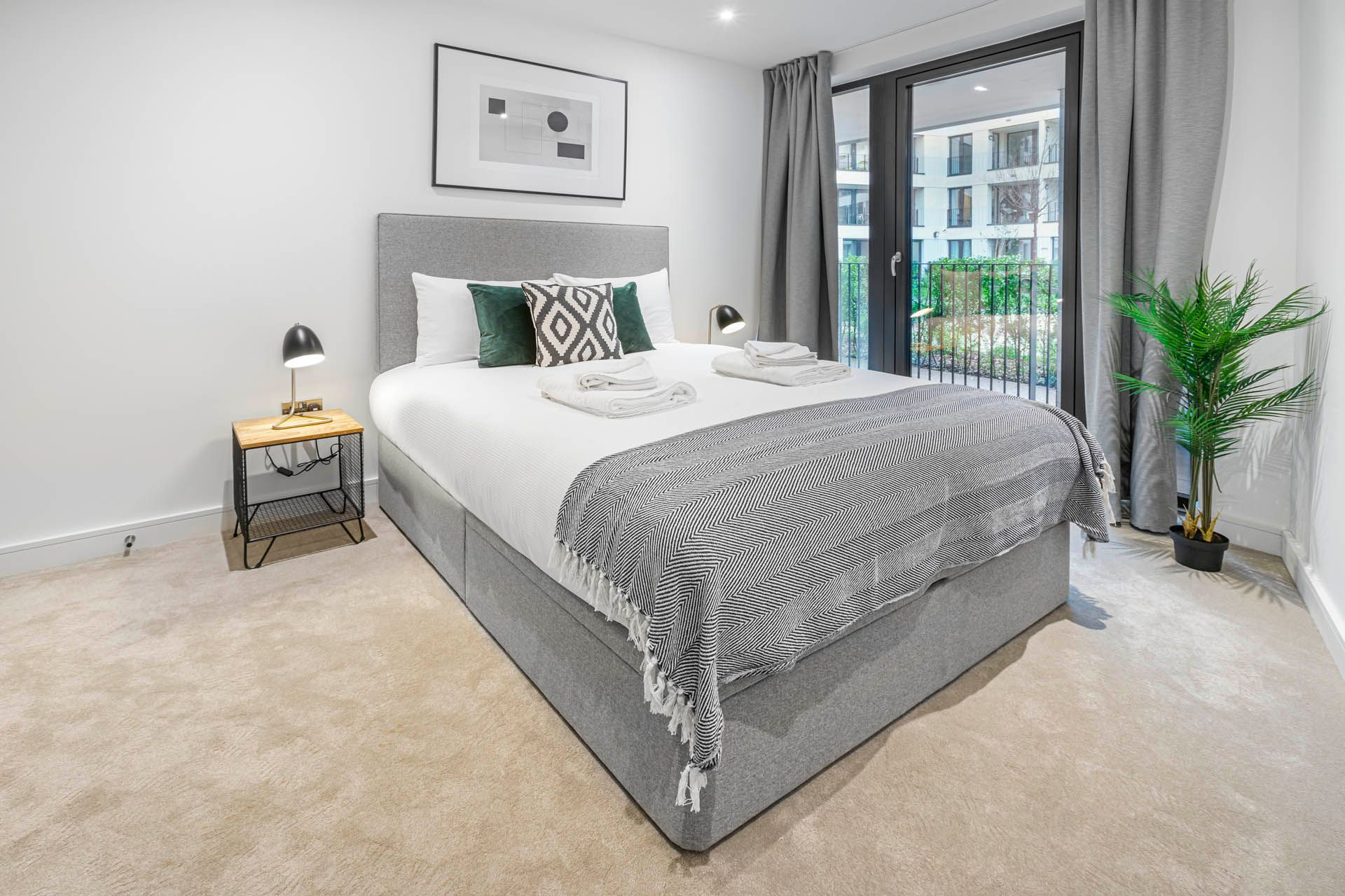 2 Bedroom apartment to rent in London SHO-RO-0002