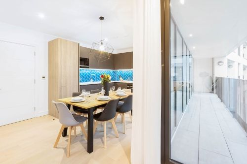 3 Bedroom apartment to rent in London SHO-RO-0015