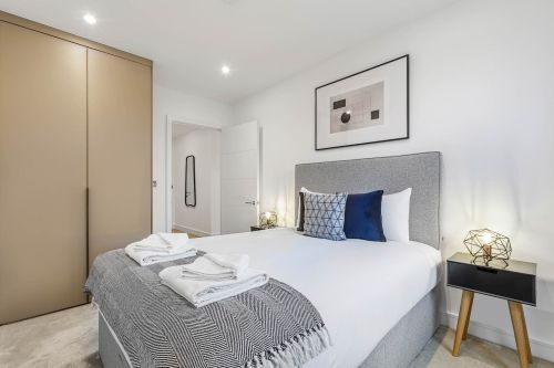 3 Bedroom apartment to rent in London SHO-CA-0032