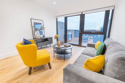 2 Bedroom apartment to rent in London SK3-VH-0066