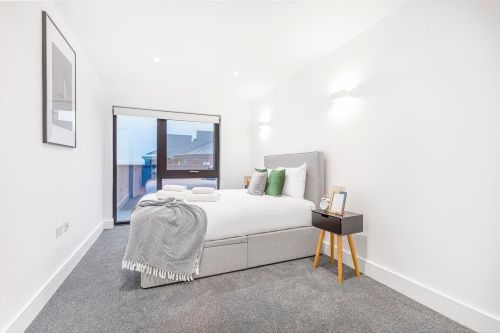 1 Bedroom apartment to rent in London SK3-VH-0068