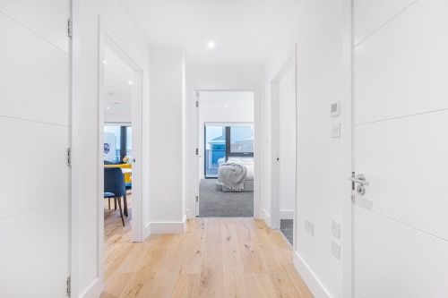 2 Bedroom apartment to rent in London SK3-VH-0072