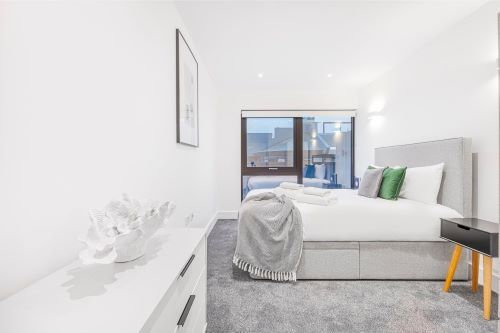 2 Bedroom apartment to rent in London SK3-VH-0070