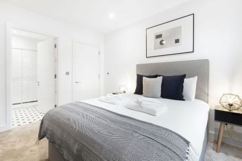 2 Bedroom apartment to rent in London SHO-RO-0076