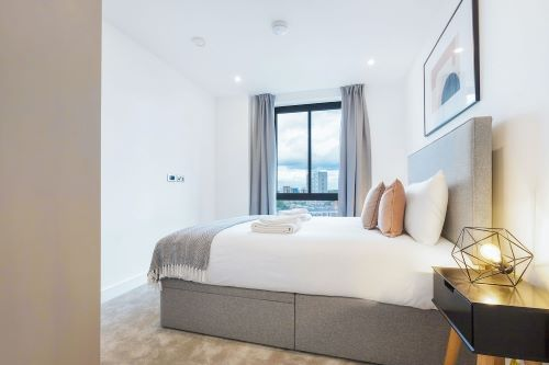 3 Bedroom apartment to rent in London SHO-CA-0054