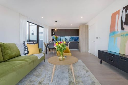 3 Bedroom apartment to rent in London SHO-RO-0004