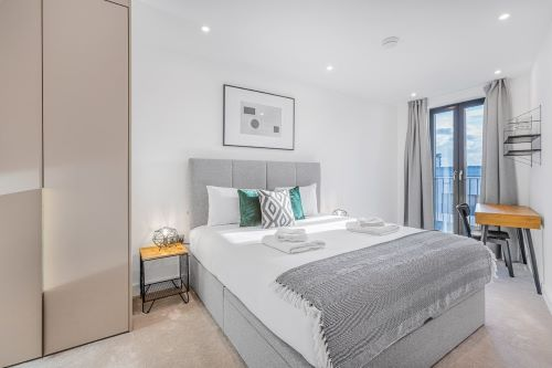 3 Bedroom apartment to rent in London SHO-RO-0026