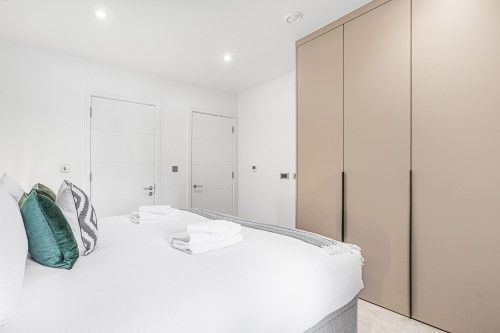 3 Bedroom apartment to rent in London SHO-CA-0036
